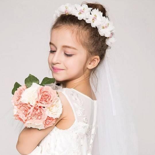 Little girl crown of flowers for ceremonies