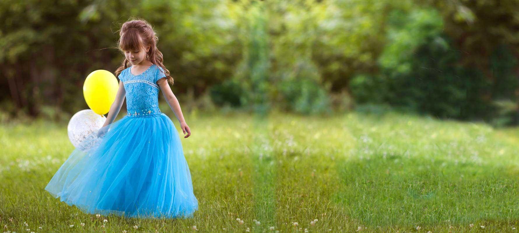 Découvrez la sélection robes de cérémonie et demoiselle pour petites filles